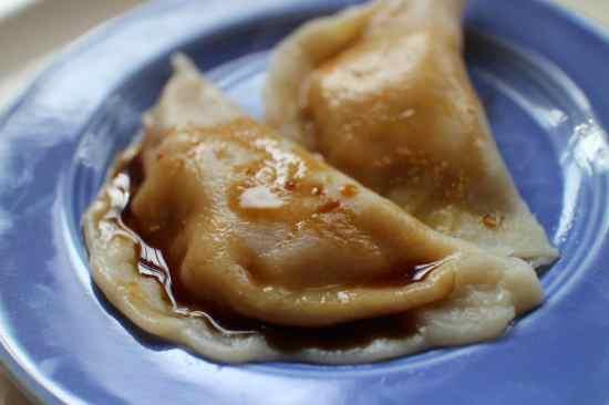 2013 0220 IMG_0745.steamed dumplings blue platejpg
