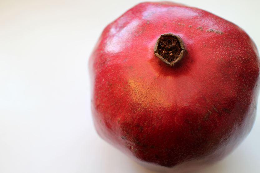 2014 0119 IMG_3646 Whole pomegranate