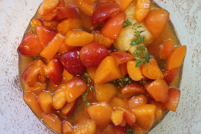 2015 0808  Apricots macerating in sugar and thyme
