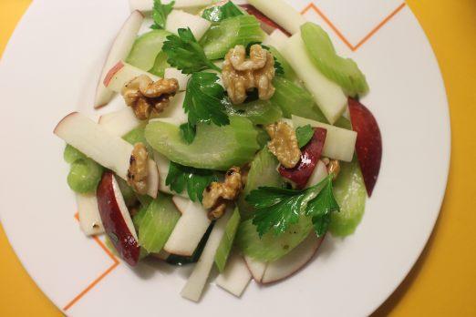 2015 1127 Kohlrabi, celery, apple salad